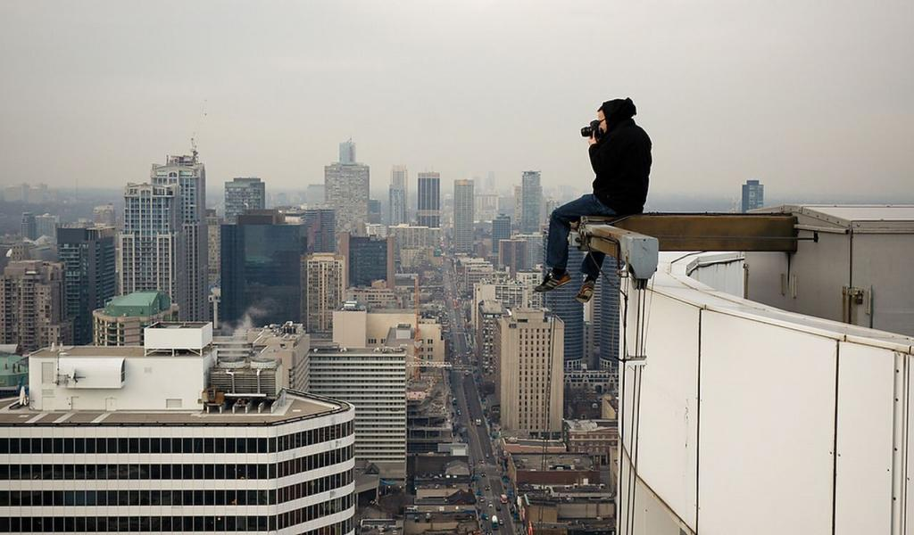THE GROWING CRAZE OF 'ROOFTOPPING' PHOTOGRAPHY