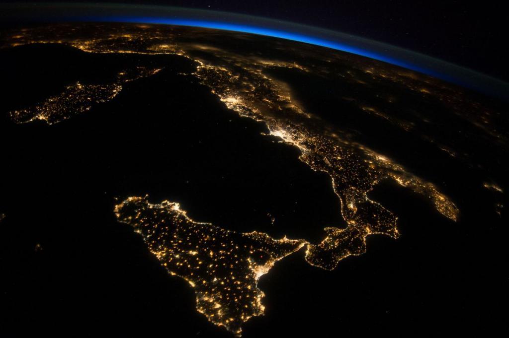 13. Италия, кадр сделан членом 40-й экспедиции на борту МКС, 26 июля 2014 года