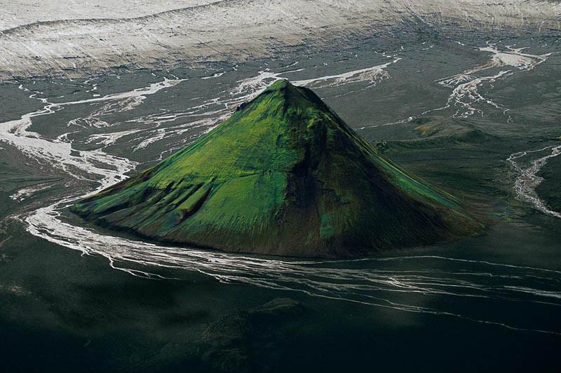 16. Вулкан Maelifell на краю ледника Мирдальсйокудль, Исландия