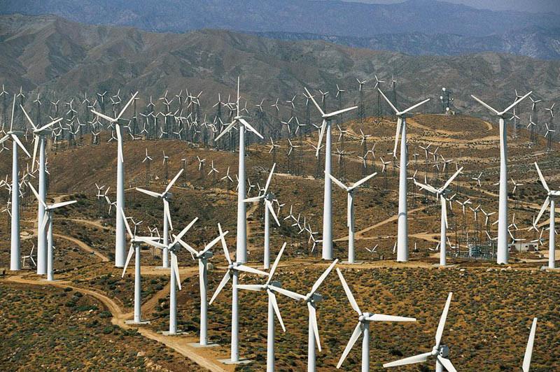 17. Ветряные мельницы, преграждающие путь возле Палм-Спрингс, Калифорния, США