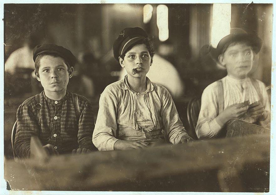 Юные работники сигарной фабрики Englahardt & Co, Тампа, штат Флорида.