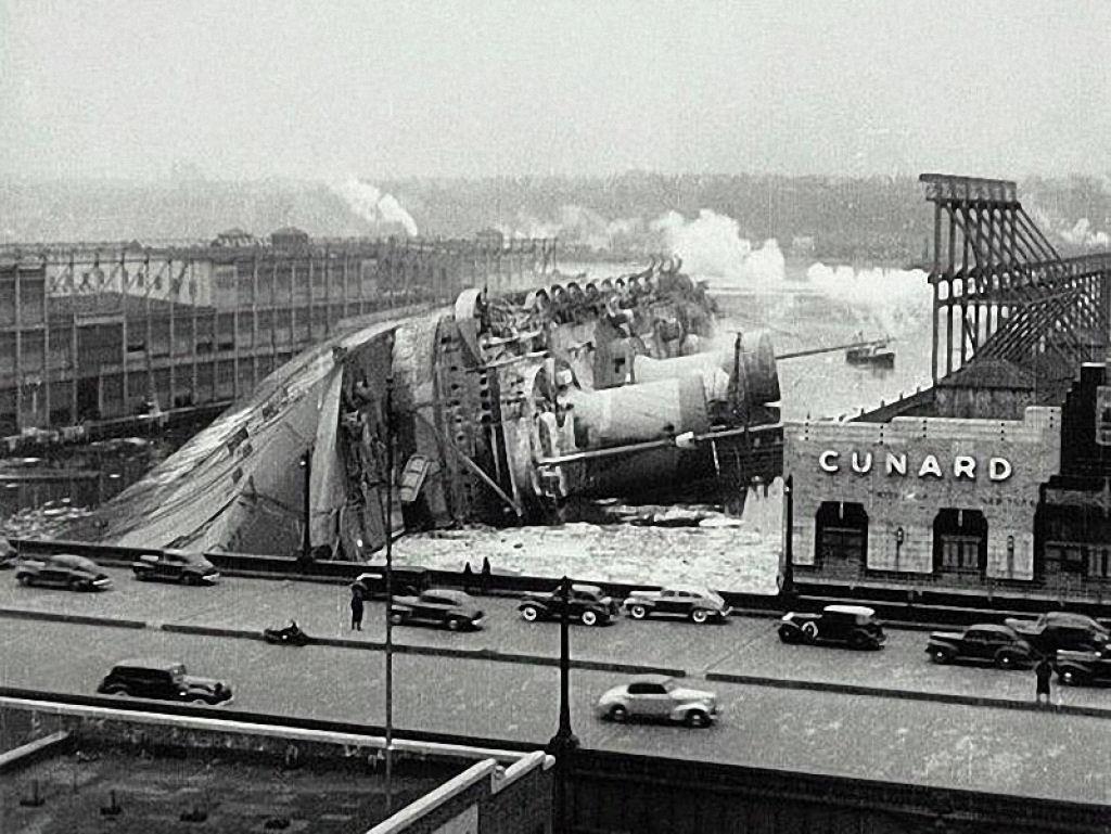 Крушение трансатлантического лайнера Normandie, 1942 год.