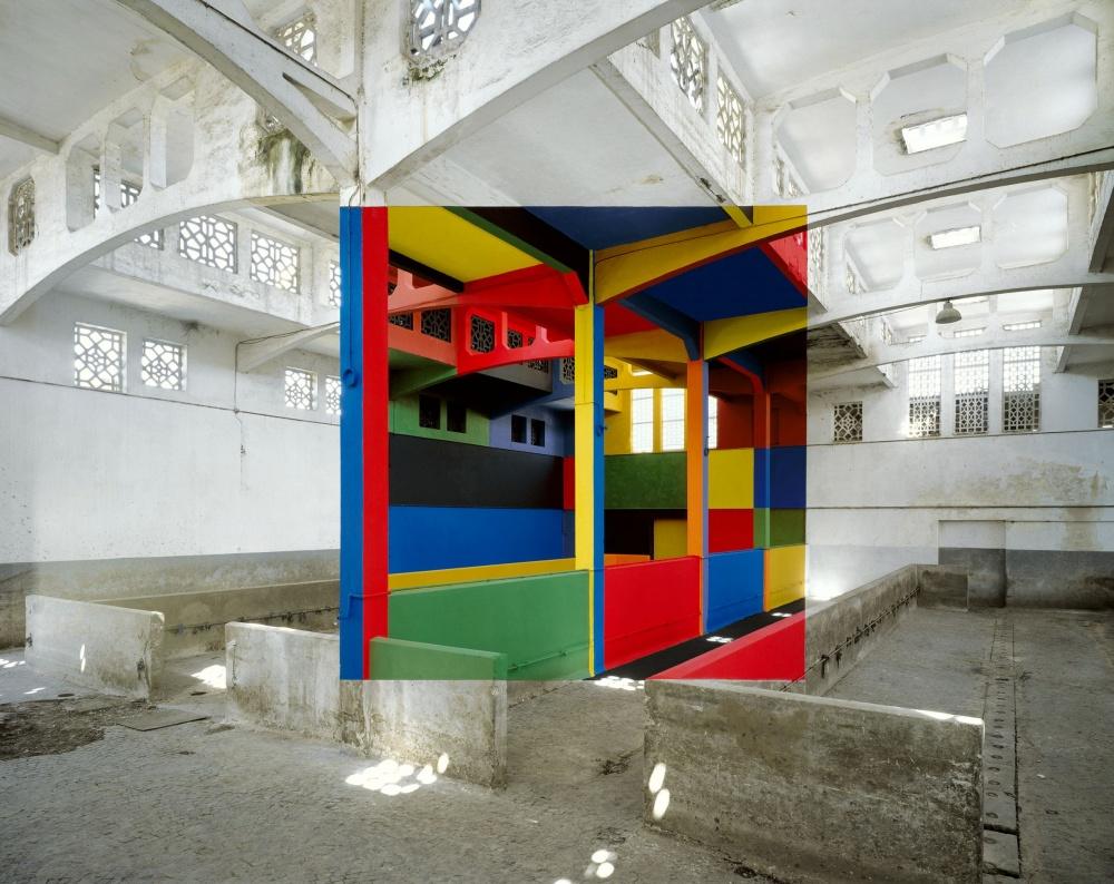 Работа Жоржа Русе, который создает перспективные картины в зданиях, подготовленных под снос.