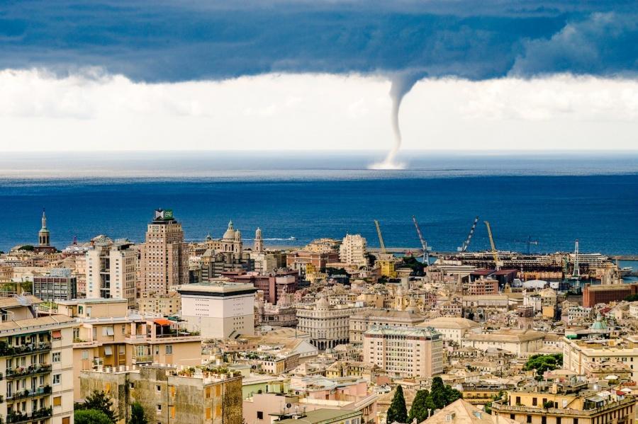 Торнадо в Генуе. Италия