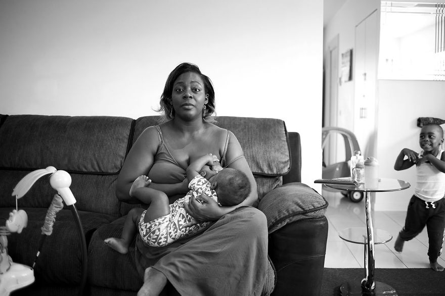 3972110-880-1447661122tired-of-staged-breastfeeding-photos-i-started-shooting-it-in-all-its-beautiful-messiness-4__880