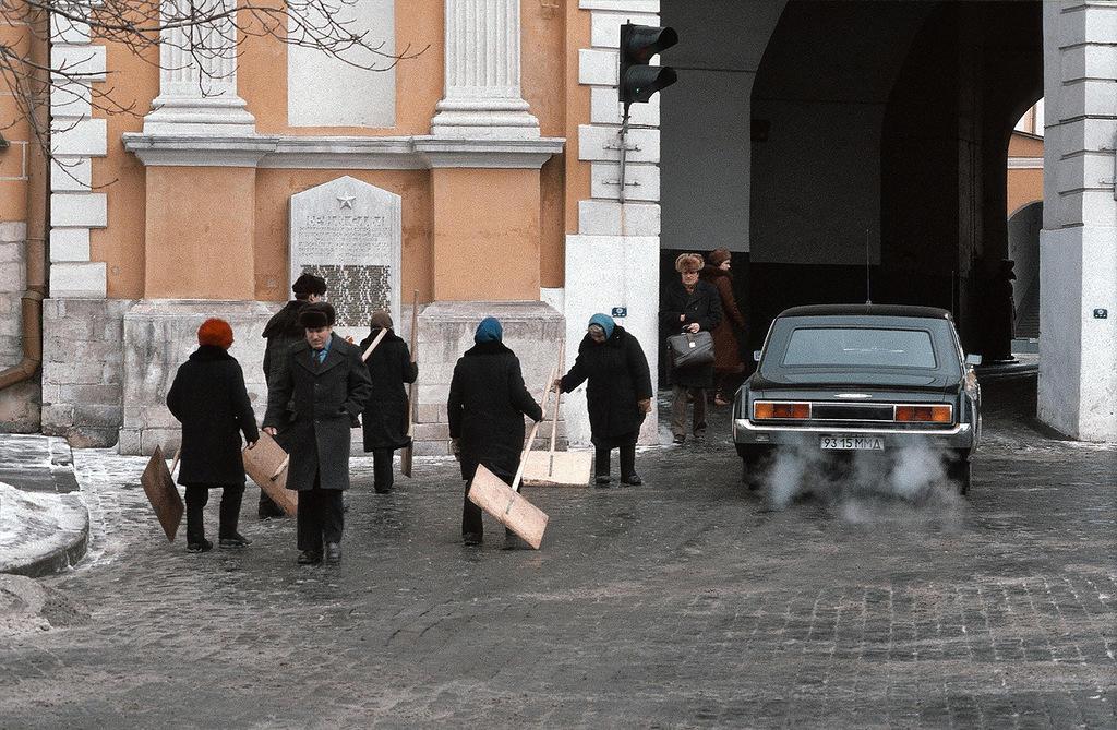 7. Кремлевские дворники.