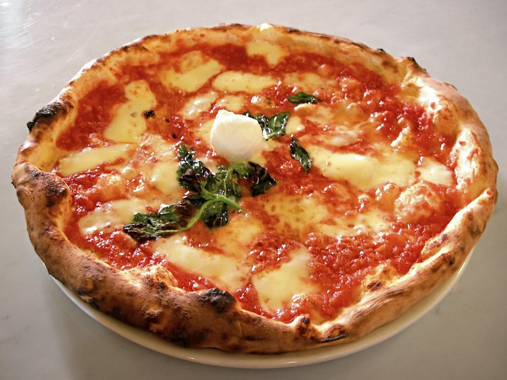 Eq_it-na_pizza-margherita_sep2005_sml (1)