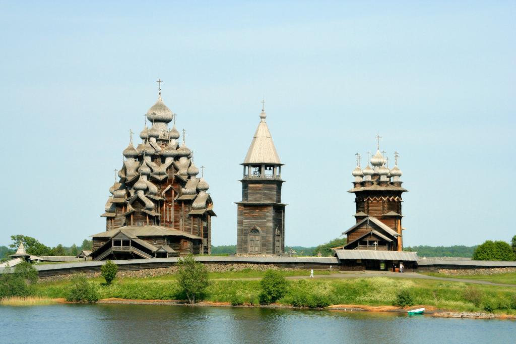 Kizhi_churches