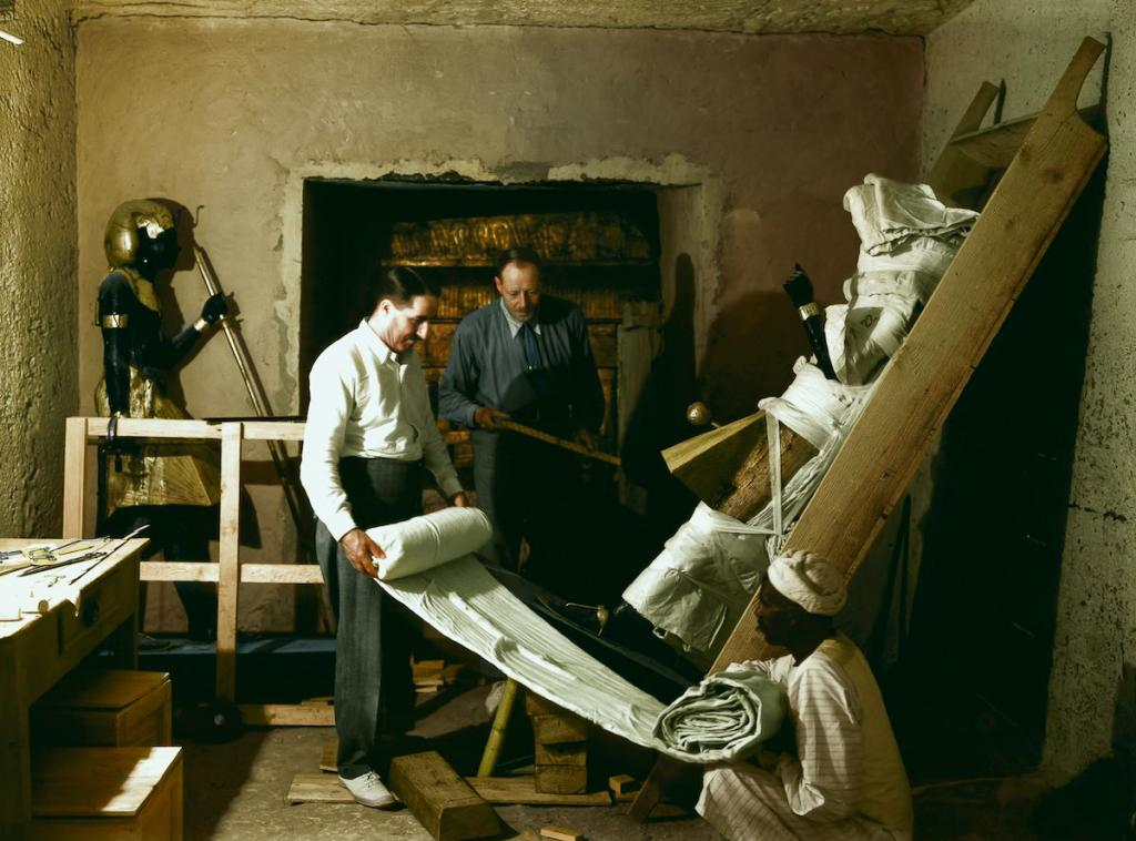 Otkrytie-grobnitsy-Tutanhamona-foto_12
