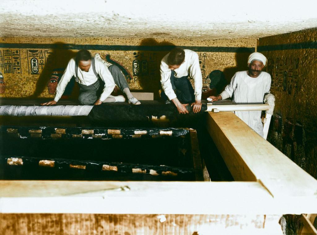 Otkrytie-grobnitsy-Tutanhamona-foto_17