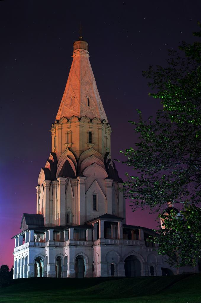 Церковь_Вознесения_Господня_в_Коломенском_ночью