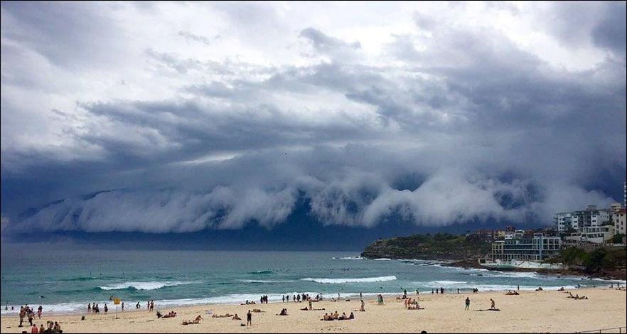 cloud-tsunami-001