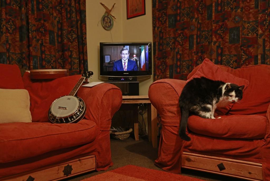 Телеобращение ирландского премьер-министра Энда Кенни в городке Донегал, Ирландия.