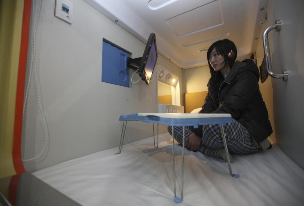 «Капсульный отель» города Циндао, Китай. В каждом номере размером 2 на 1 метр есть LCD телевизор.