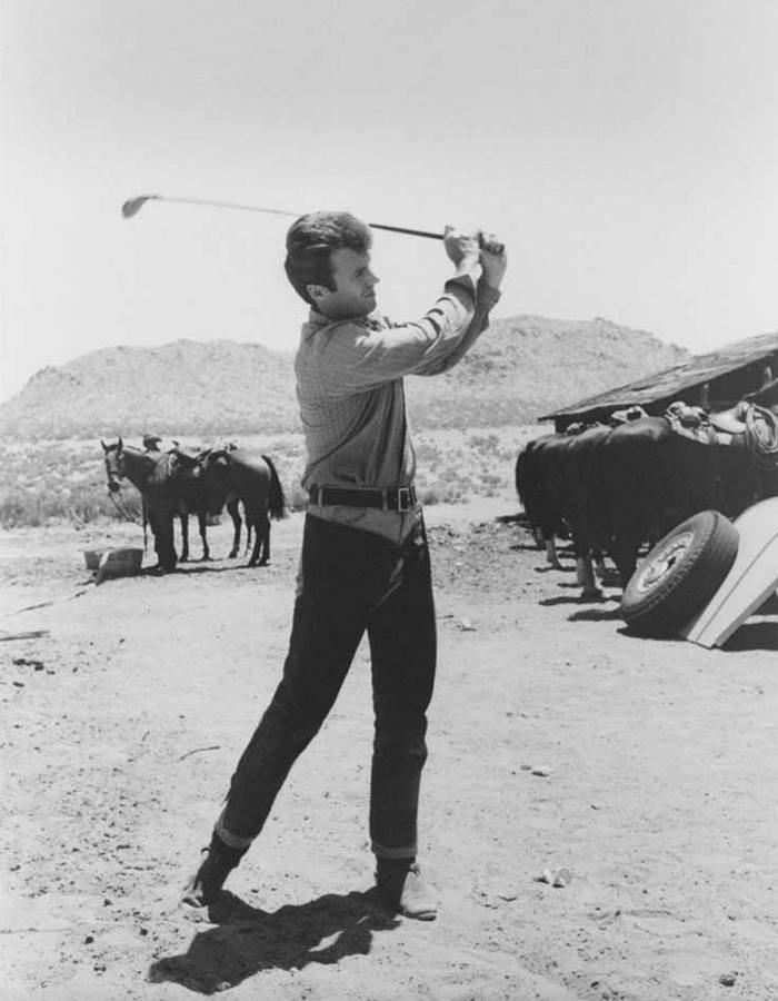 klint-istvud-igraet-v-golf-na-semkah-filma-horoshij-plohoj-zloj-1966-god