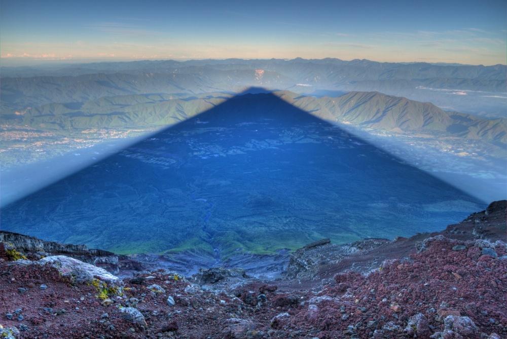 Тень горы Фудзияма длиной 24 км, Япония