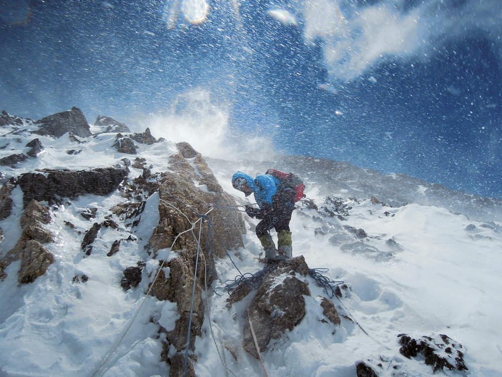 Альпинистка Герлинда Кальтенбруннер (Gerlinde Kaltenbrunner) совершает восхождение на вершину Чогори, вторую по высоте гору мира после Эвереста. После этой экспедиции она стала первой женщиной, покорившей все 14 вершин мира высотой более 8 тысяч метров.