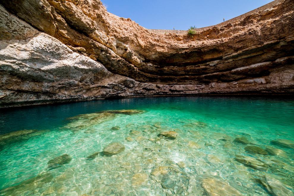 Глубина колодца Бимма составляет около 20 метров. Под водой находится туннель длиной 500 метров, который соединяет карстовую воронку с морем и пресная вода здесь смешивается с морской.