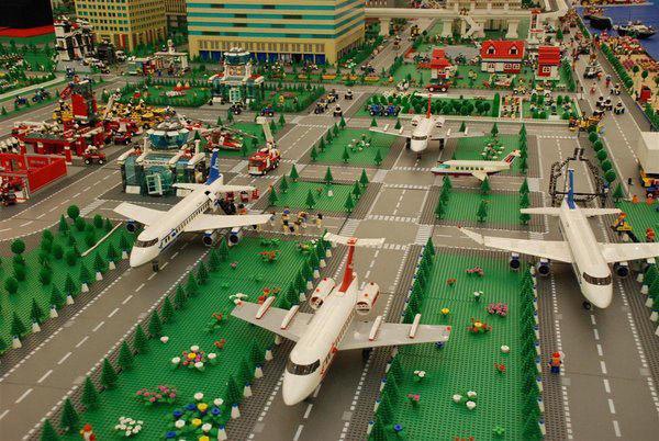 Аэропорт из Lego.
