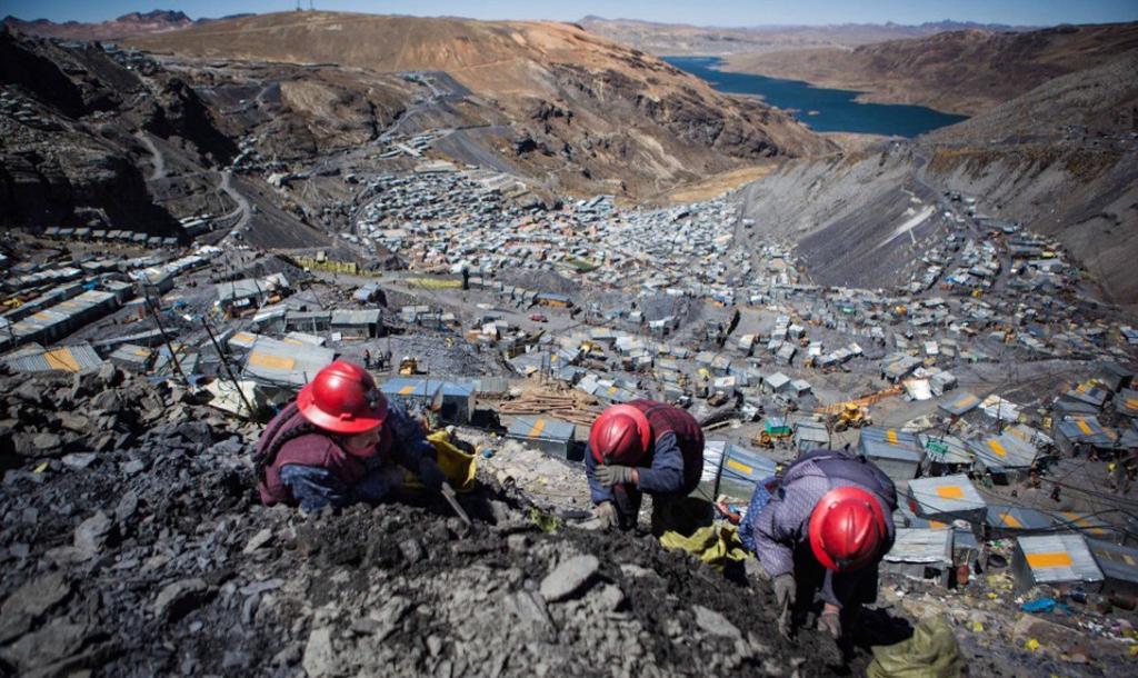 Традиционной зарплаты тут нет: все рабочие могут претендовать на часть добытого в шахте золота.