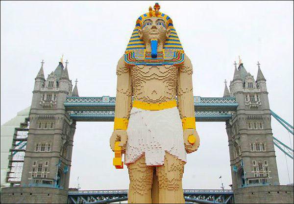 Статуя Фараона высотой 4,9 метров.