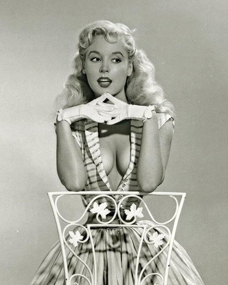 В юности Бетти обладала довольно-таки необычной фигурой.