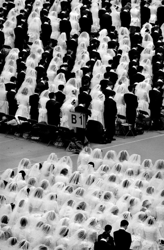 29 ноября 1997 года. Массовая свадьба на стадионе RFK в Вашингтоне, округ Колумбия, устроенная преподобным Муном из «Церкви Объединения».