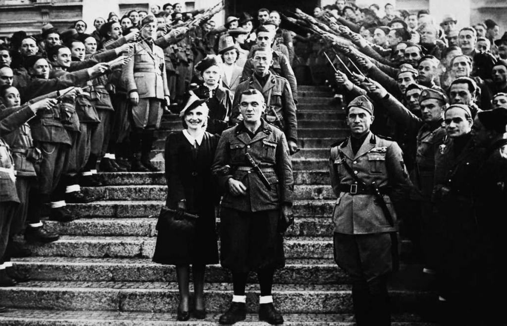 1940 год. Массовая свадьба солдат в Италии.