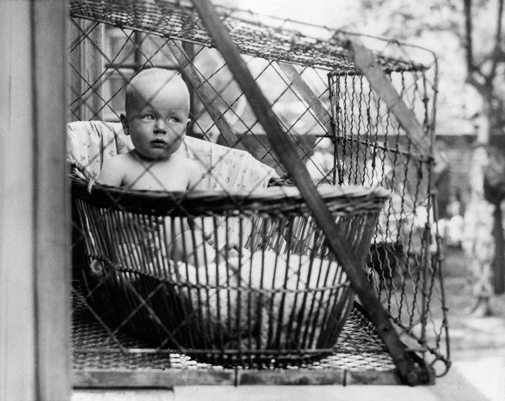 Первый коммерческий патент на детскую клетку был подан в 1922 году Эммой Рид из Спокана, штат Вашингтон
