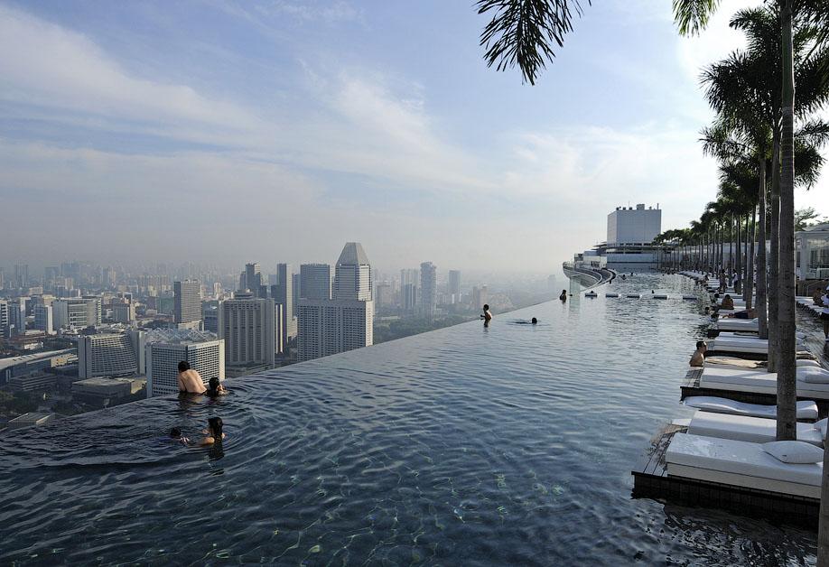 БАССЕЙН ПОД ОБЛАКАМИ: MARINA BAY SANDS В СИНГАПУРЕ.10