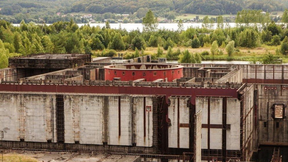 """Зарновец должен был стать первой АЭС Польши, но проект прервали в 90-м году из-за массовых протестов, потому что люди не хотели второго """"Чернобыля""""."""