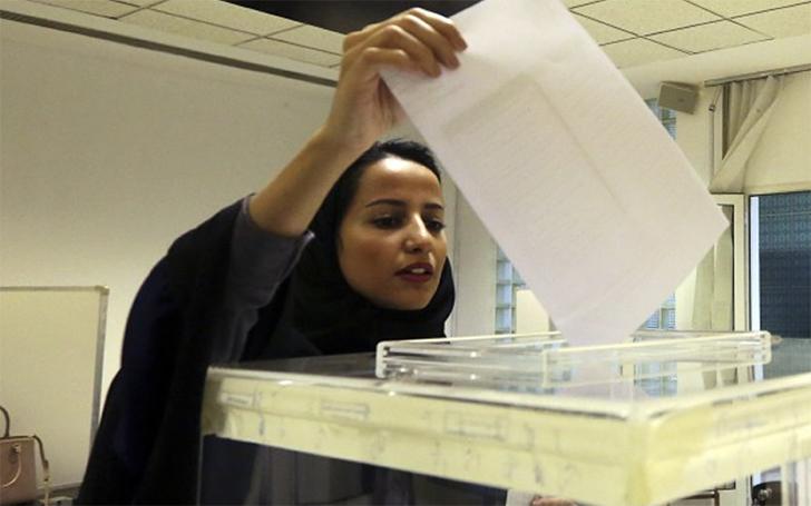 В итоге сразу несколько событий произошли в истории страны впервые: женщины получили право голоса на выборах и в муниципалитет округа впервые вошла женщина, Сальма аль-Отеби. По итогам проведенных выборов явка женской части населения составила аж 90%.