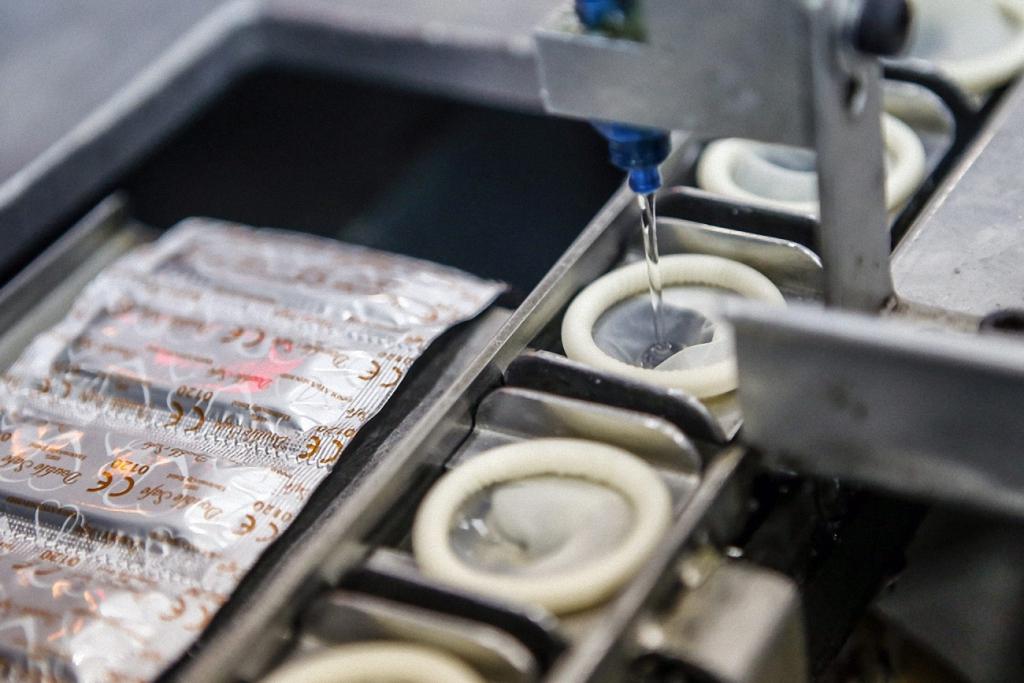 А так презервативы наполняются силиконовой смазкой, которая обеспечивает необходимый уровень увлажнения.