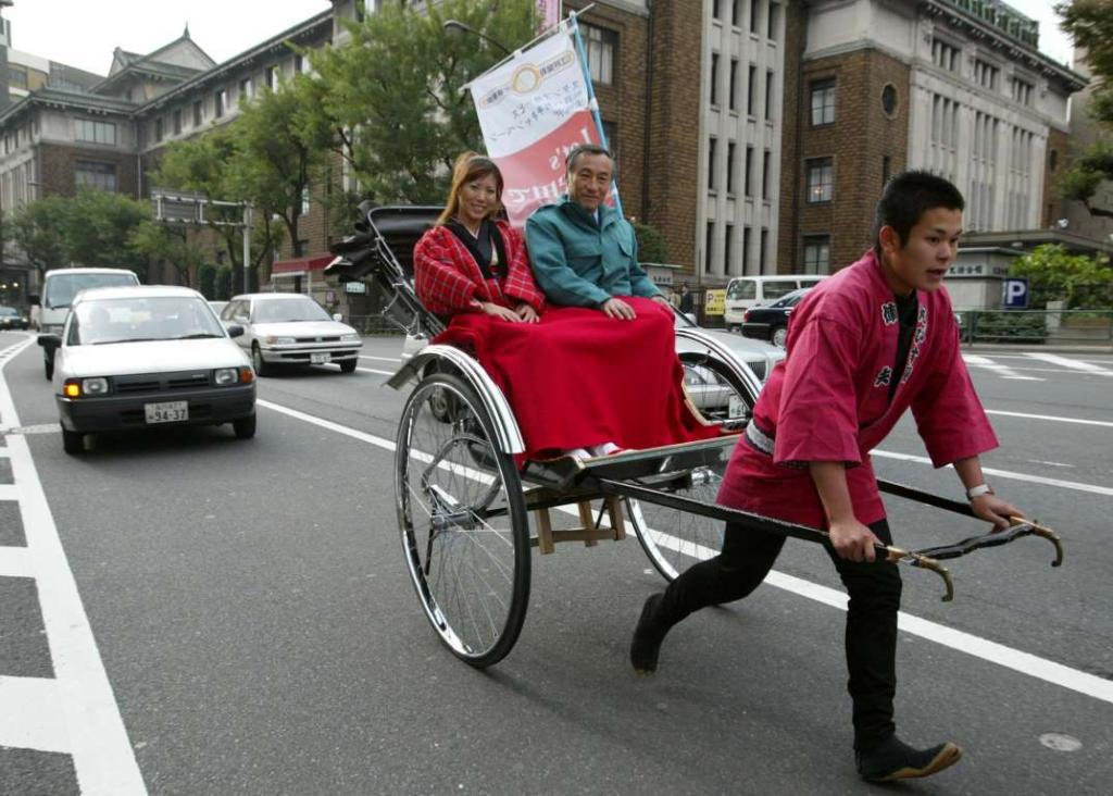 3. Рикши используются в Японии начиная с девятнадцатого века и являются неотъемлемой частью японской культуры.