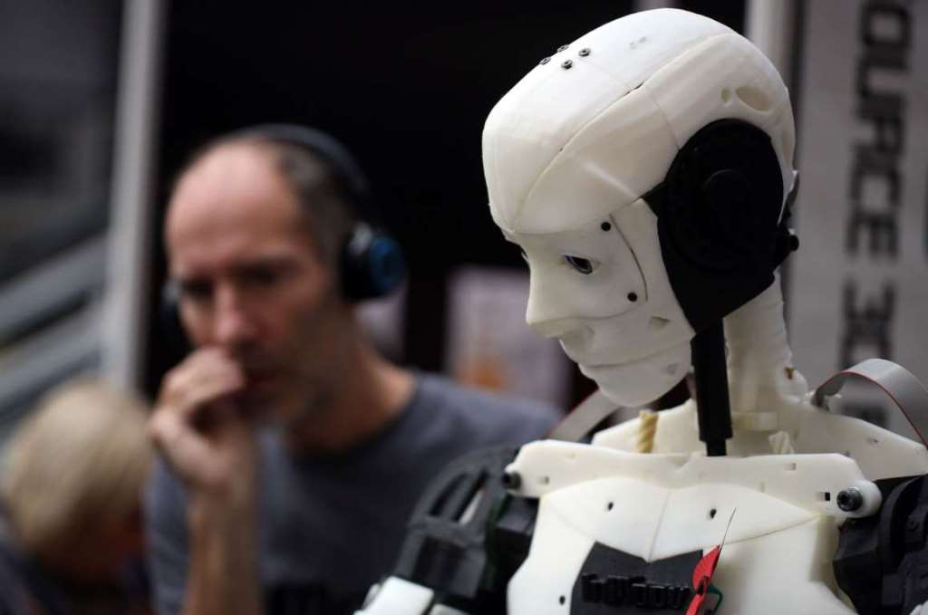 4. Реагирующий на голос робот InMoov, созданный полностью из частей, напечатанных с помощью технологии 3D.