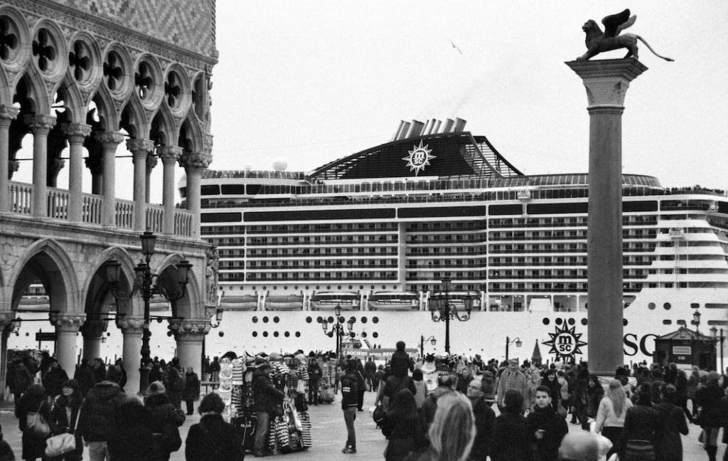 Круизный корабль напротив площади Святого Марка.