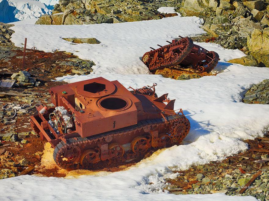 Танки в Антарктике.