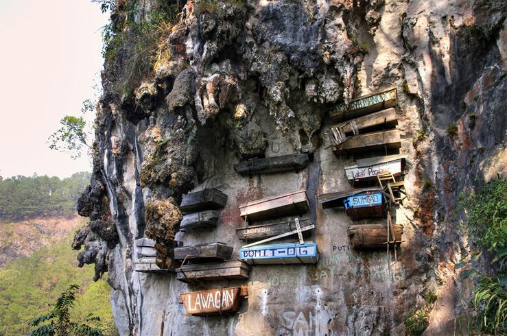 7. «Висячие Гробы Сагады» (The hanging coffins of Sagada), Филиппины
