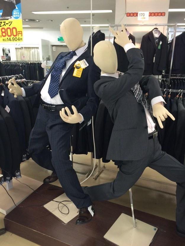 4.Очень необычные манекены в магазинах одежды.