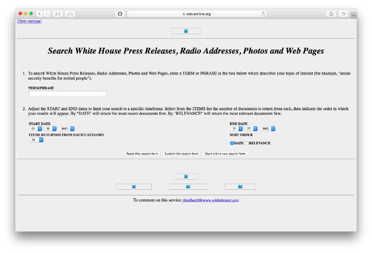 Официальный сайт Белого дома был запущен в 1996 году, позволяющий журналистам находить фотографии, радиообращения и другую важную информацию.