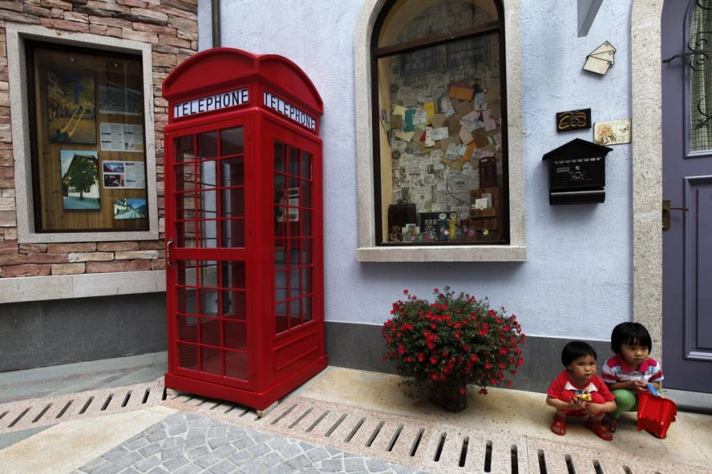 В городе Лоян провинции Гуандун за 940 миллионов долларов построили копию коммуны Гальштат из Верхней Австрии.