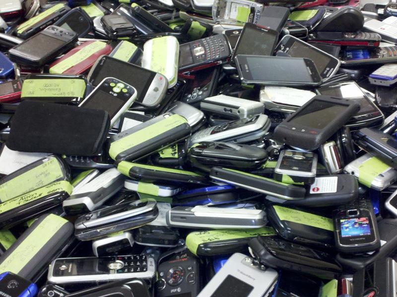 Отслужившие мобильные телефоны