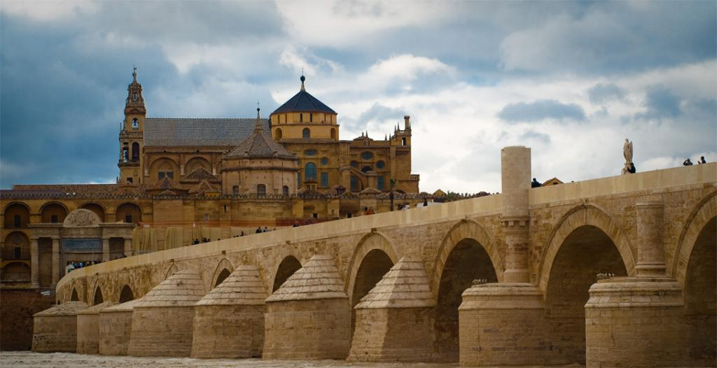 Длинный мост Волантиса Римский Мост, Кордова, Испания