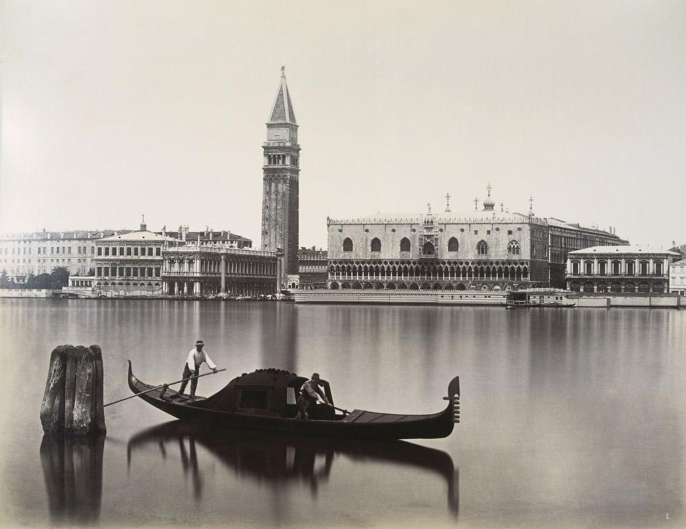 Вид на Библиотеку Марчиана, Кампанилу собора Святого Марка и Дворец Дожей с острова Сан-Джорджо Маджоре. 1875 год.
