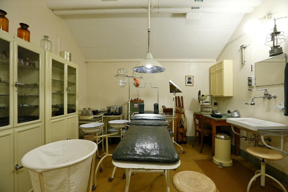 Операционная комната внутри одной артиллерийской крепости.