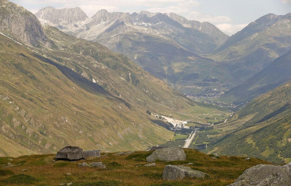 Замаскированные пушки в швейцарских Альпах. Функционировали и поддерживались эти объекты в 1943—1993 гг.