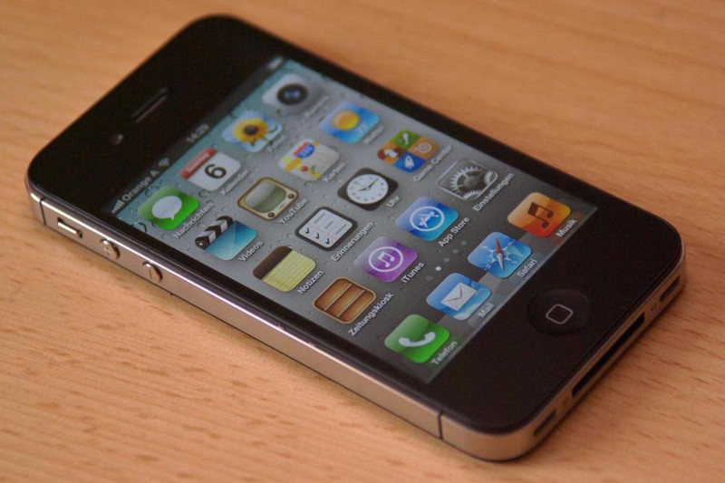 2011 — Apple iPhone 4S