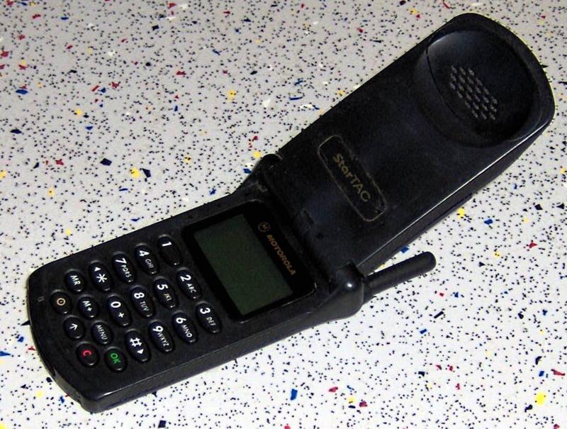 1996 — Motorola StarTAC