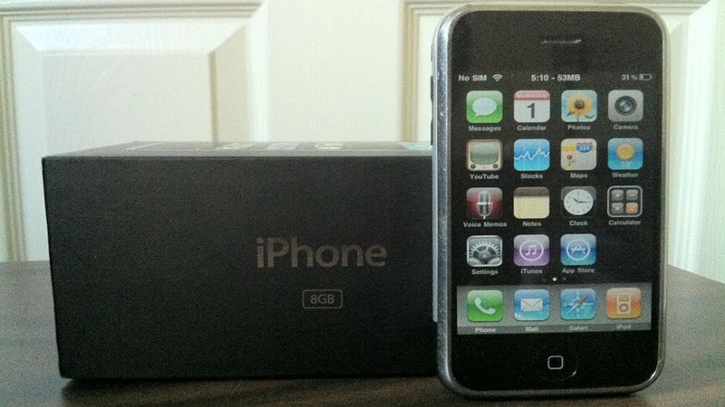 2007 — iPhone