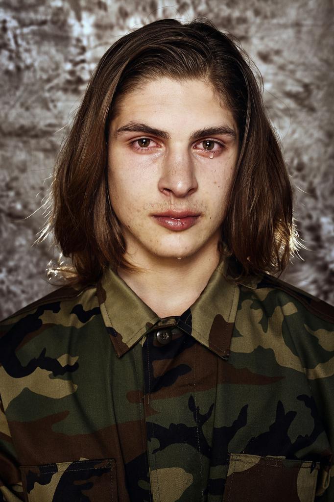JAUNIUS, 18: Пистолет в руках не определяет вашу мужественность.